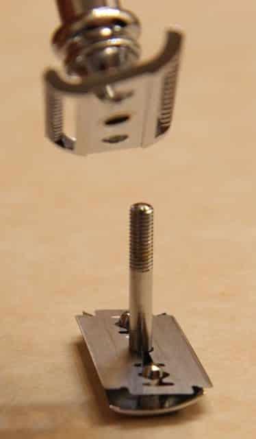 Loading blades on a Merkur 39C